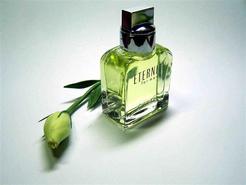 广州打掉假香水团伙案值8000万:工业酒精兑香精